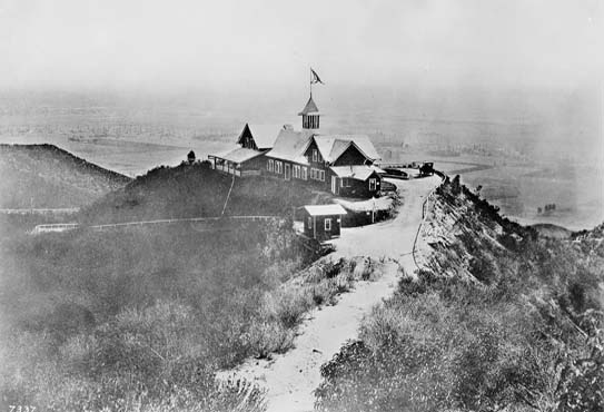House On Top Of Lookout Mountain: Laurel Canyon Association: Lookout Mtn View